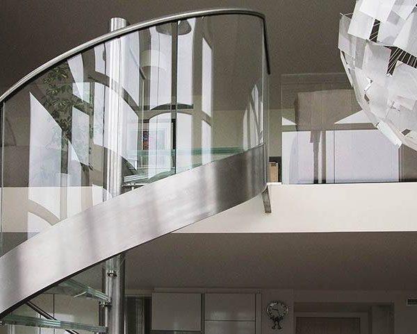escalera de caracol de vidrio